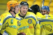 Břeclavští hokejisté (ve žlutém) si poradili s juniorkou brněnské Komety.