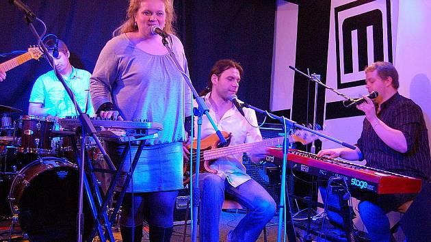 Kapela Jarret zazářila v hustopečském M-klubu.