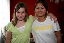 Veronika Nováková se svojí thajskou kamarádkou Natladou Tantivasin, které se říká Mo.