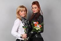 Bohumíra Skoupilová z Velkých Bílovic (vlevo) obsadila druhé místo v prestižní soutěži ve fotomakeupu, která se nedávno konala v Praze.