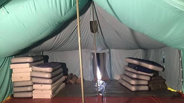 Hasiči v Poštorné postavili stanový tábor s kapacitou 300 běženců a zázemím pro policii. Na výstavbě se podílelo celkem 90 profesionálních i dobrovolných hasičů.
