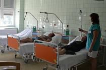Nový stacionář se nachází ve druhém patře hustopečské nemocnice. pacienti v něm dostávají analgetické infuze, které jim pomáhají od bolestí pohybového aparátu.