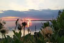 Krásná podívaná na obloze nastává na konci dne.