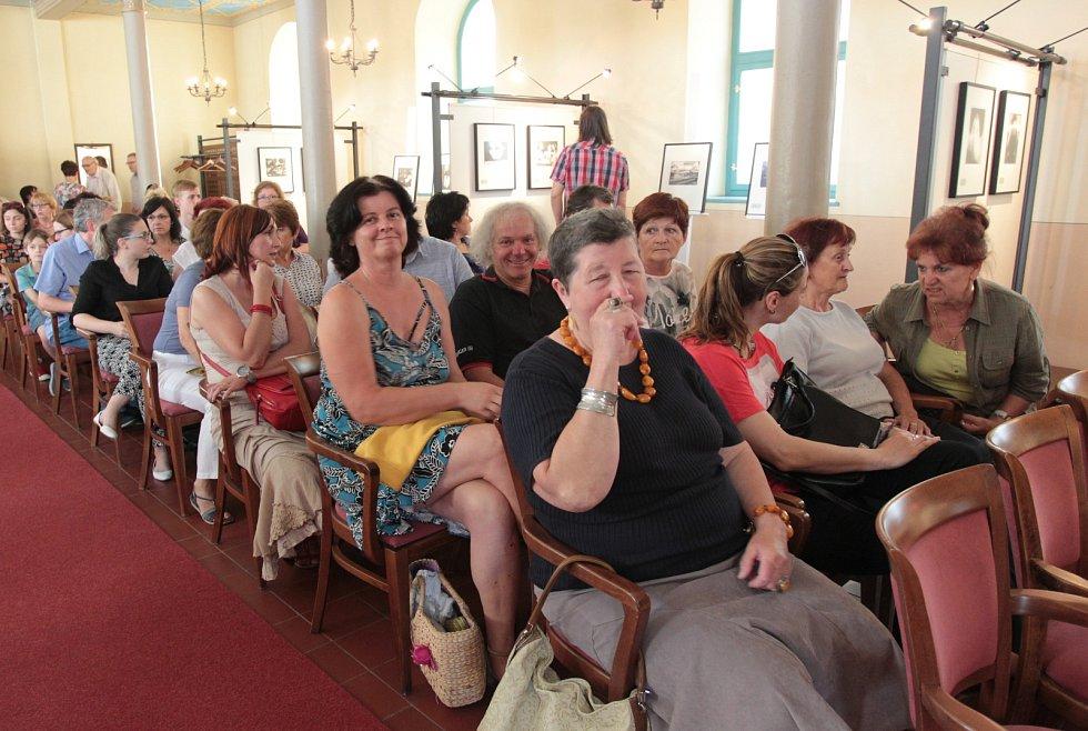 Vanova vernisáž zaplnila břeclavskou synagogu.