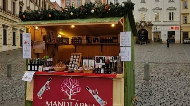 Stánek Mandlárny na Zelném trhu musel jeden den zavřít, druhý den už mohl po změně opatření opět prodávat.