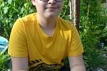Pepík Jílek z Velkých Pavlovic se několik let věnuje chovu papoušků. Ve voliérách na dvoře jich má pět desítek.