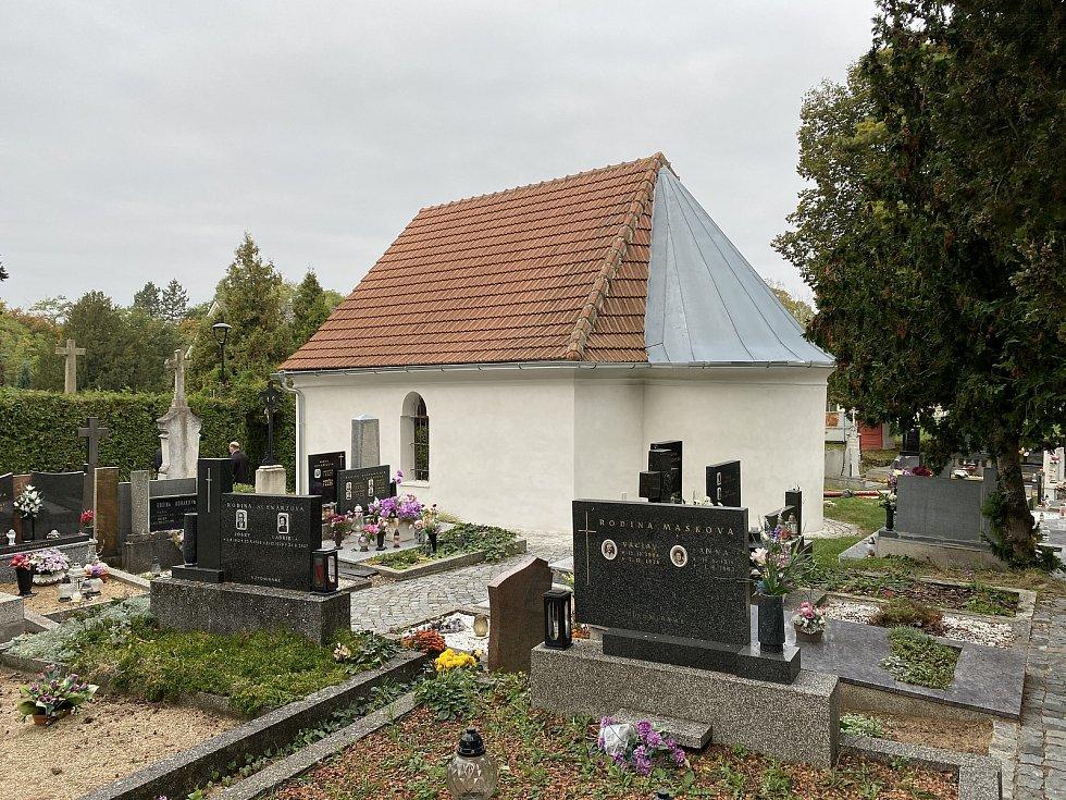 Hustopečští obnoví starší malířské výzdoby hřbitovní kaple.