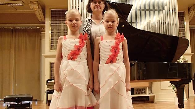 Kloboucké klavíristky uchvátily na soutěži věnované Mozartovi.