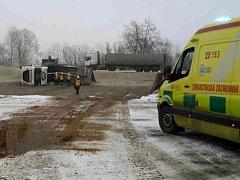 Hasiči zasahovali v sobotu při nehodě nákladního auta. Řidič utrpěl zranění.