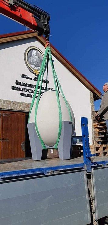 Velkopavlovická Šlechtitelská stanice vinařská bude nově pro zrání svých vín využívat obří betonová vejce.