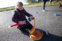 Neoveské děti si užily drakiádu, kterou pro ně připravili místní hasiči spolu s mateřskou školkou.