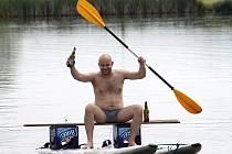 V pasohláveckém kempu Merkur se uskutečnil nultý ročník neckyády. Účastníci soutěžili o nejoriginálnější i nejrychlejší plavidlo. Součástí programu byl i závod na gumách.