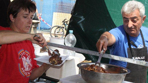 Gurmánské speciality z 20 zemí: krétský guláš na cibulkách? Strifado z králíka