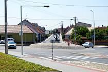 Kruhový objezd v Suchohrdlech.