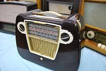 Asi 70 rozhlasových přijímačů, tranzistorů, gramorádií a promítaček vystavovaly před šesti lety ve Velkých Bílovicích