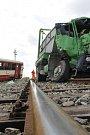 Při pondělní nehodě na železničním přejezdu ve Velkých Pavlovicích se střetlo nákladní auto s lokálkou jedoucí ve směru od Zaječí. Zranilo se celkem osm lidí.