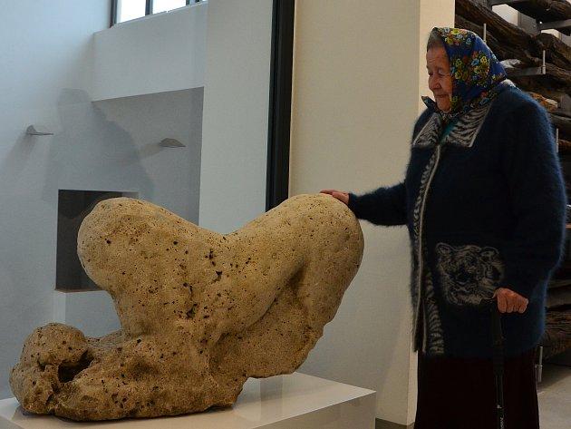 Milada Filipovičová se po letech setkala se sochou římského lva.