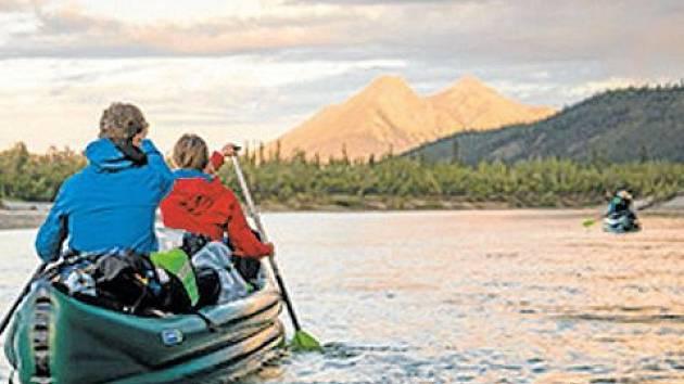 Divočinou Aljašky je film o šesti vodácích z Čech, Moravy a Slovenska, kteří se vydali za polární kruh splouvat řeku Alatnu. Tento snímek zahájí Expediční kameru v Krnově.