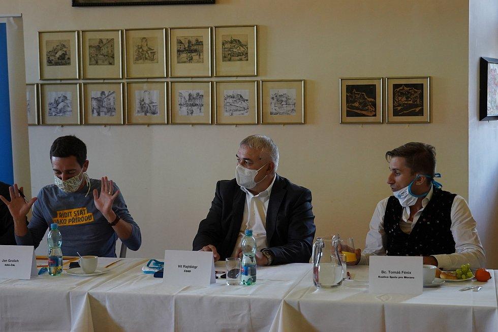 Předvolební debata Deníku na jižní Moravě. Lídři a zástupci stran a hnutí kandidujících do krajského zastupitelstva se setkali na zámku v Mikulově, 24. září 2020.