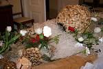 Rybniční zámeček u Lednice se proměnil v předvánoční květinové království.