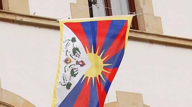 Vlajka pro Tibet visela desátého března například na hustopečské radnici.