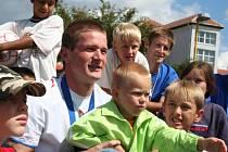 Obránce italské Fiorentiny Ondřej Mazuch přijel do Břeclavi podpořit talentované děti.