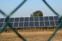 Kolem Břeclavi vyrůstají stále nové solární elektrárny a podnikatelé mají zájem i o další.