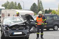 U Mikulova se srazila tři auta. Na místě bylo osm zraněných. Silnice I/52 byla průjezdná pouze částečně.
