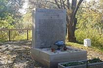 Památník dětem utonulým v řece Dyji v roce 1936, který obci věnoval první československý prezident Tomáš Garrigue Masaryk.