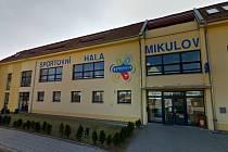 Opravená budova mikulovské sportovní haly.