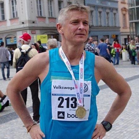 Vít Jonáš vcíli letošního pražského maratónu.