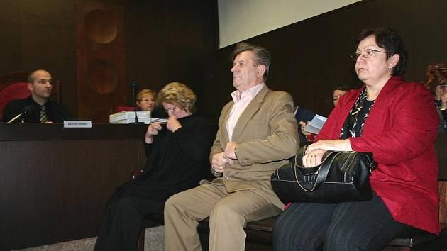 Tři bývalí představitelé Přítluk u soudu v Břeclavi.