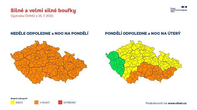Hydrometeorologové vydali silný stupeň nebezpečí před bouřkami na jihu Moravy. Do oblastí zasažených tornádem by měly dorazit vneděli kolem desáté hodiny večer, pak také vpondělí.