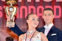Adriana Mašková z Tvrdonic si se svým partnerem Michalem Burešem vytančila prvenství na juniorském mistrovství České republiky ve standardních tancích.