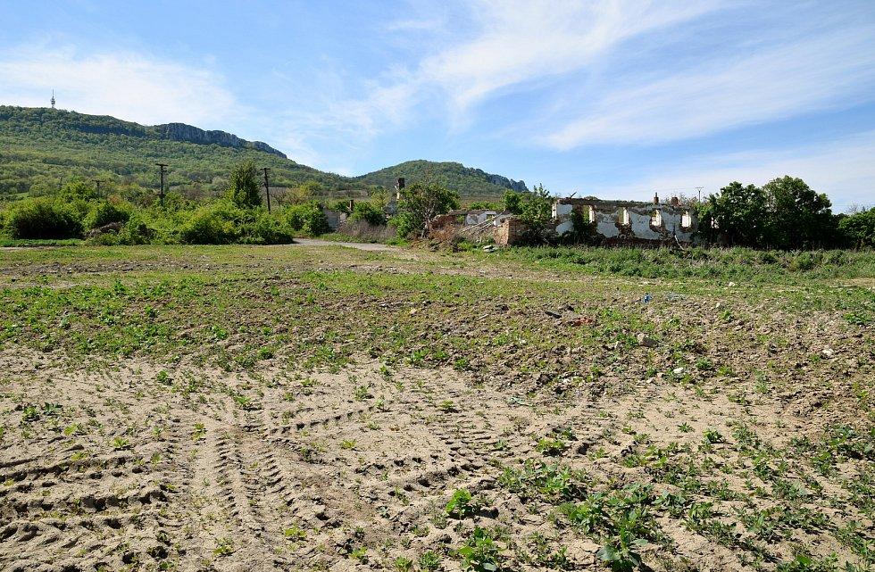 Část bývalého zemědělského družstva, která nepatří obci