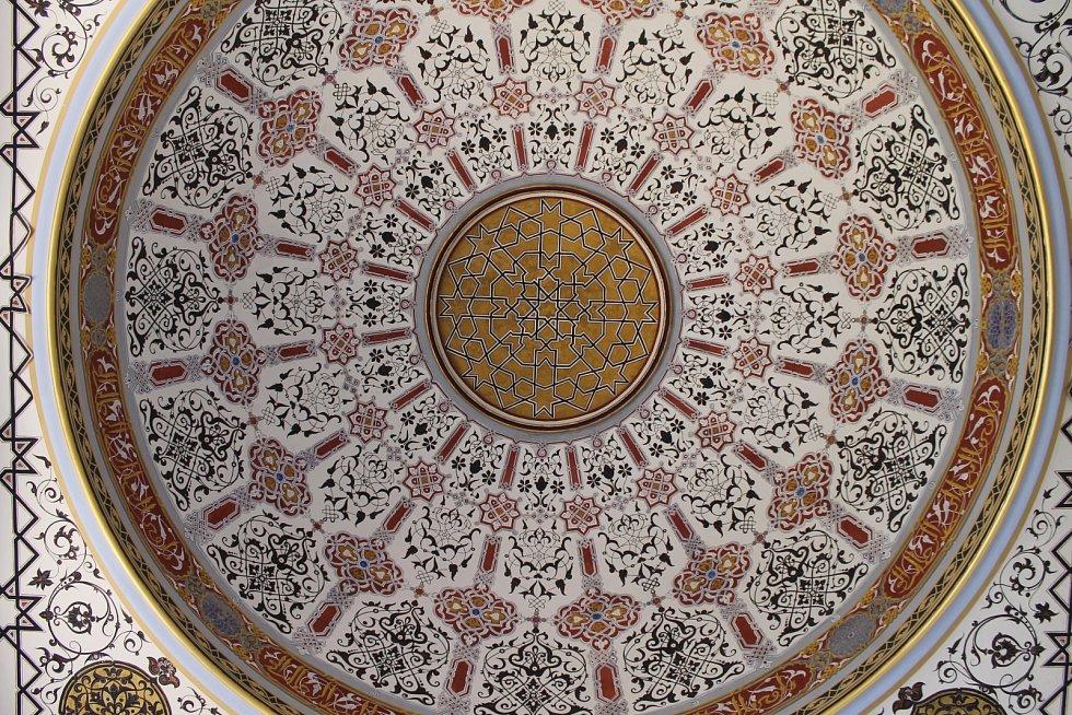 Zrestaurované historické stropní malby a opravené podlahy na Minaretu u Lednice.