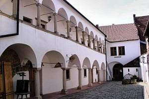 Městské muzeum a galerie Hustopeče.