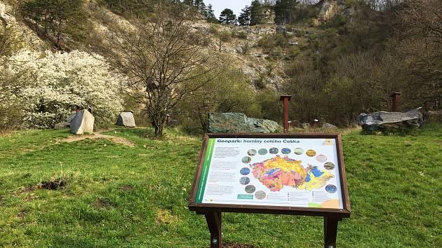 Ochránci přírody obnovili naučnou stezku na Turoldu.