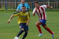 Břeclavští fotbalisté (ve žlutomodrém) doma remizovali s juniorkou Brna.