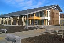 Drnholecký kulturní dům před dokončením.