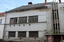 """Budova bývalého """"Emka"""" už zase patří státu."""