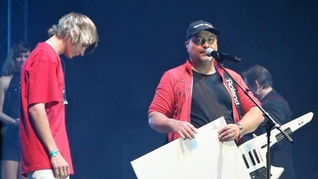 Michal David věnoval zraněnému Petrovi sto tisíc korun.