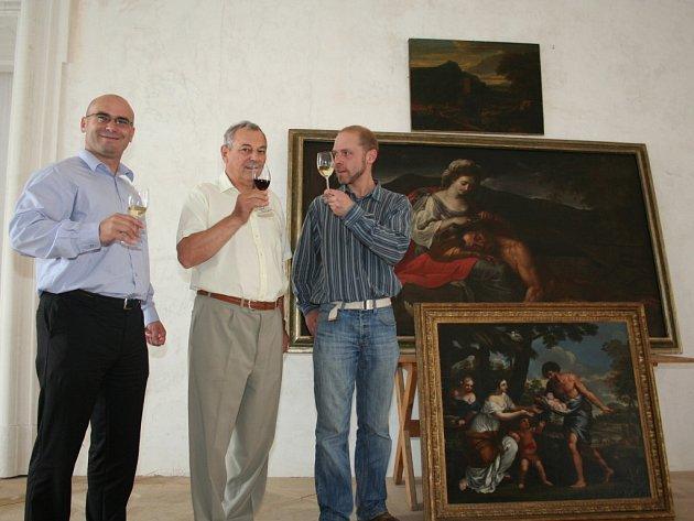 Na valtický zámek dorazily obrazy vydražené na aukci v Londýně. Pro zámeckou galerii je koupily Vinné sklepy Valtice.