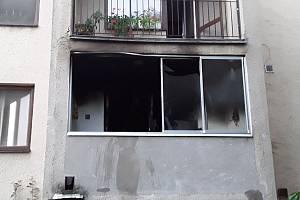 Tragické byly následky požáru v bytě ve Velkých Pavlovicích. Hasiči našli mezi plameny mrtvou ženu a psa.
