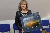 Vernisáž výstavy s názvem Fotoobrázky Evy Pilarové a Heleny Štefanové zahájili ve výstavním sále Ekocentra Trkmanka ve Velkých Pavlovicích.