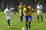 Omlazená sestava fotbalistů Břeclavi (v bílém) podlehla druholigové Myjavě.