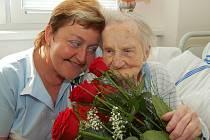 Kulatých sto let života oslavila Julie Fialová ze Strachotína.