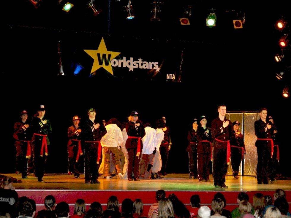 Skupina Actiwity DC vystupuje v soutěži Worldstars 2009.