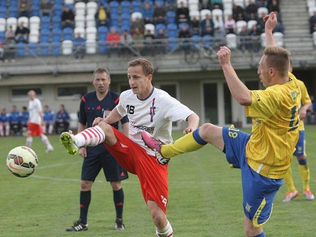 Fotbalisté Líšně v zápasu s břeclavským týmem.