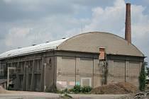 Malá tržnice v areálu bývalého cukrovaru v Břeclavi se dostala do popředí zájmu na posledním zasedání zastupitelstva. I přes námitky jeho členové schválili, že bude budova k prodeji. Proti záměru se postavila například architektka Bowyer.